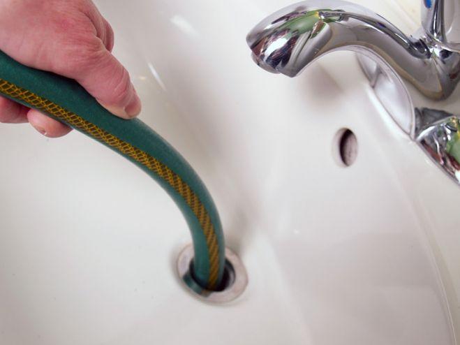 Qui contacter pour déboucher un robinet ?