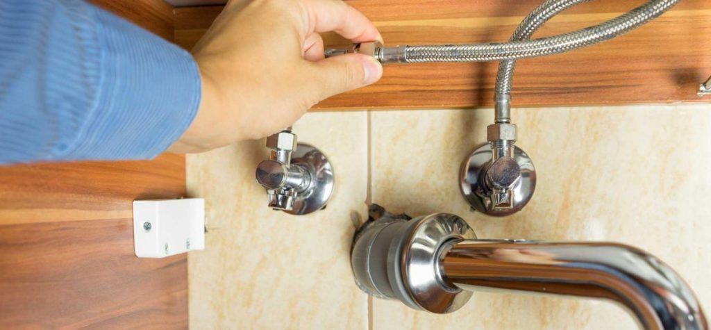 Comment réparer un souci en plomberie